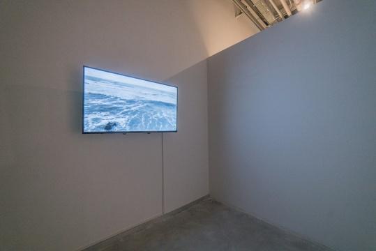 潘逸舟 《阻浪之梦》 16分15秒 视频录像、无声、黑白 2017