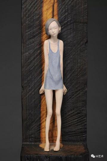 《海面上升》 43×15×15cm 纸黏土&水彩 2013