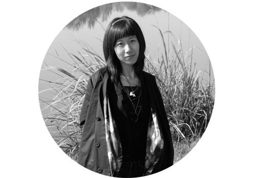 """马秋莎(b.1982)    马秋莎自2005年中国艺术三年展的""""1+1""""项目上崭露头角后便日益受到关注。其创作包括摄影、图片、影像、装置、身体、表演、绘画等多种媒介,常以细腻、女性化的个体经验,探究人与人之间微妙且复杂的关系,由此对应中国当下生活中集体的焦虑和不确定感。马秋莎在泰康空间、北京公社、尤伦斯当代艺术中心均举办过个展,同时也具有丰富的国内外群展履历。2013马秋莎获""""第七届AAC艺术中国-年度青年艺术家""""提名、2014获""""皮埃尔·于贝尔奖""""提名。"""