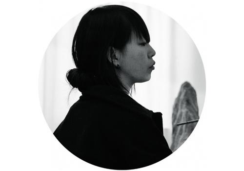 """宋琨(b.1977)    在尤伦斯当代艺术中心举行了""""千吻之深""""个展,一种抽离于日常的与时代相关的混杂焦虑感开始体现在她的创作中。宋琨的部分作品带有看似""""暗黑""""的修罗、地藏等古典宗教文化的形象。策展人鲁明军曾如此评价宋琨:""""她不是去物化一个佛教义理中的净土,而是想创作一个潜意识世界中的'净界'。"""""""