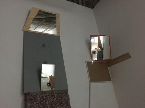 画廊两周内收集来的各种物品