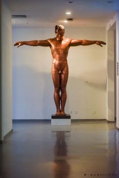 《故国·颂7#》 300×60×300cm 铜板、铜线、树脂 2005-2006