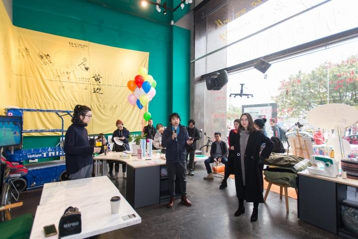 从2016年开始,时代美术馆成立了榕树头项目,征集艺术家发起与周边社区互动的项目,并将一楼的空间设定为此项目的固定空间