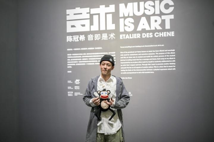"""陈冠希在尤伦斯当代艺术中心""""音术""""展览现场"""