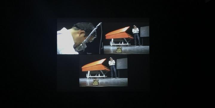 昊美术馆展出的约瑟夫·博伊斯和白南准1984年在日本合作作品《荒原狼III》视频,这也是两人最后一次合作