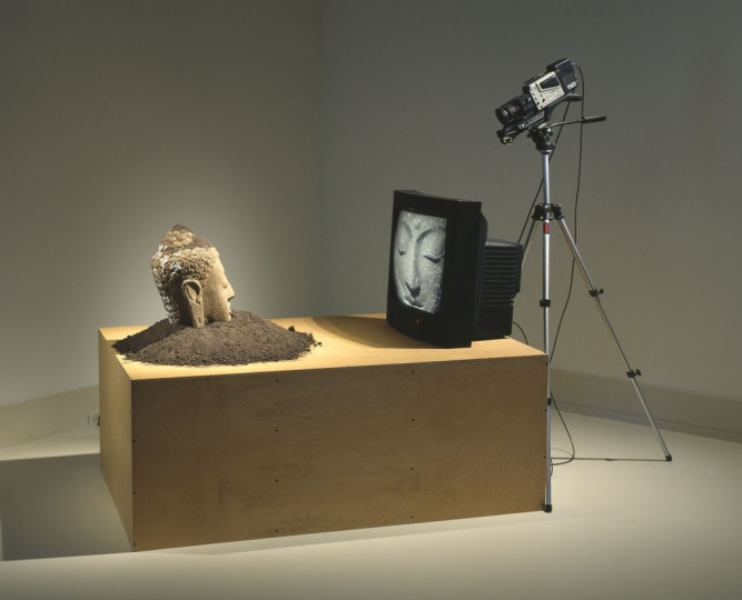 白南准影像装置《电视佛》 图片来源网络