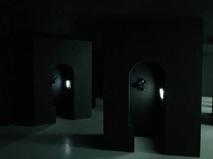 """瓷屋在西岸艺术与博览会期间展出的王兵影像收藏展""""邂逅:周韬"""""""