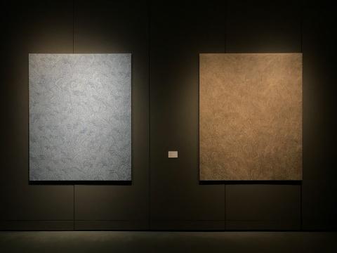 黒須信雄 《国之底立No.1》162.1 x 130.3 cm 布面丙烯(左)  黒須信雄《元无极躰》 162.1 x 130.3 cm 布面丙烯