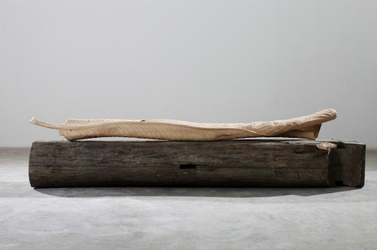 郭工 《二分之一木梁》 220×25×20cm 木梁 2017