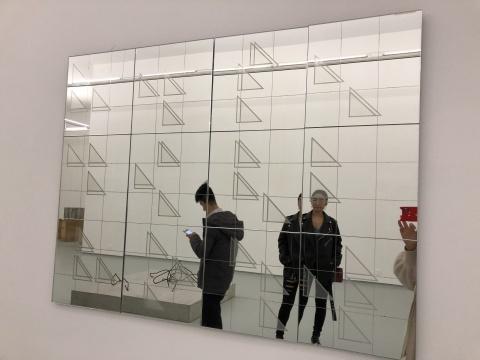 郭工 《拂尘》 90×120cm 玻璃镜2016