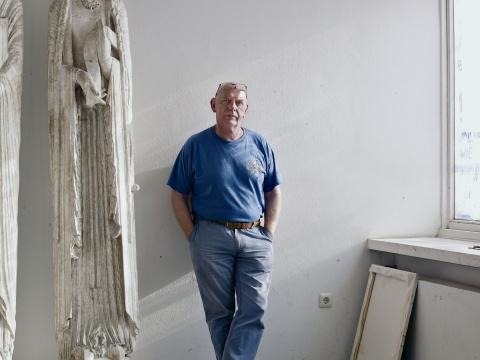 英国雕塑家理查德•迪肯(Richard Deacon)