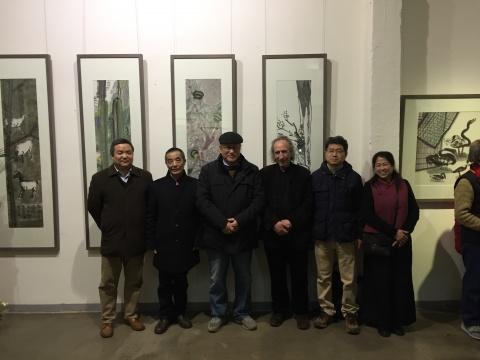 艺术家颜新元(左二)
