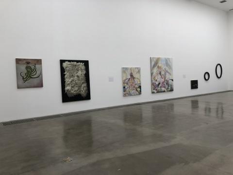 一层左侧李芃澎、姜铮、闫冰作品