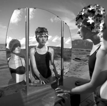 《我感受到的光 8》150x150cm摄影,120毫米黑白胶片,黑白 2014
