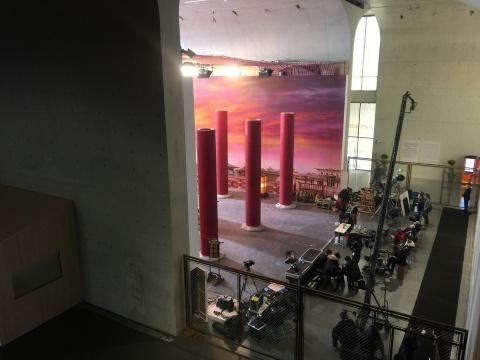从龙美术馆二楼俯瞰拍摄场景