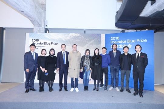 从左至右:现代汽车领导及Hyundai Blue Prize 2018年评委代表合影