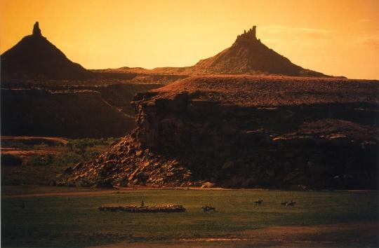 《山上的牛仔》 150.5×211.5×5.1cm 3张照片均采用Ektacolor胶卷拍摄 1998-1999 鸣谢艺术家和路易威登基金会,©Richard Prince