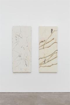 """尚扬""""屏白""""系列166×66cm×2 布面泥土、胶 2013"""
