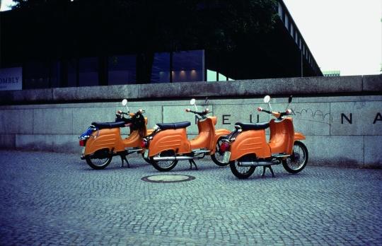 加布里埃尔·奥罗斯科《直到找到另一半》 48x64x3x40cm 摄影 1995