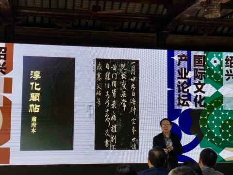 尹吉男,以丰富的知识背景和艺术阅历为依托,与观众分享