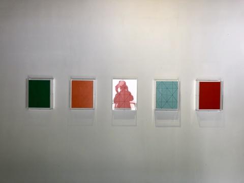 张晖作品,《格子》是《组合》系列的延续和极致化,在看似极简单的格式中,期待着与观者一同进入一种平静与神性。