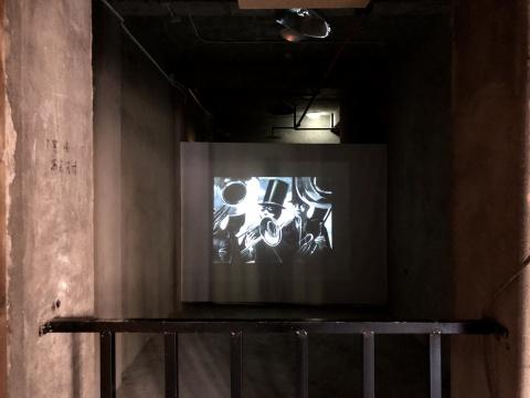 孙逊影像作品《21克》,历史抛弃了时间,我们丧失了灵魂......