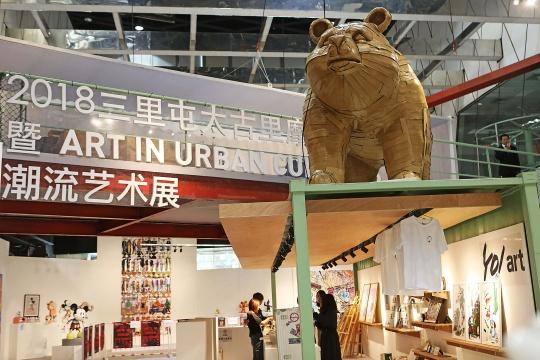 Laurence Vallières作品环保雕塑-亲子熊