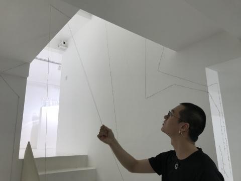 在一个叠拼式公寓里,程昱峥和王礼军是如何营造五个房间的?