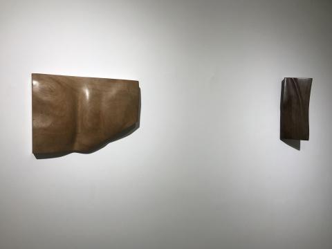 左:《不惑》 樱桃木 32×22.8×5.5cm 2018  右:《耳顺》 鸡翅木 28×12×10cm 2018