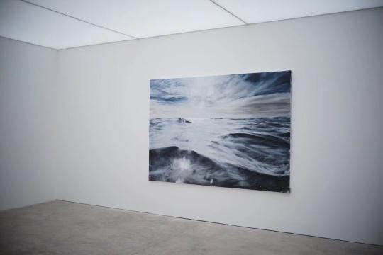 刘海辰《阻力》 185x265cm布面油画 2018(星空间拍)