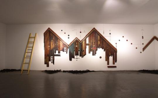 潘娜潘·尤蔓妮 《一段时间》 300×250×50c, 柚木、丙烯、金粉、树脂 2017