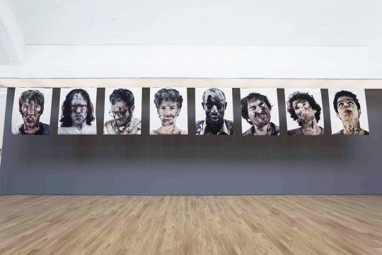 刘铮 《幸存者NO.1-NO.8》 120×153.5cm×8 布面热转印 2002