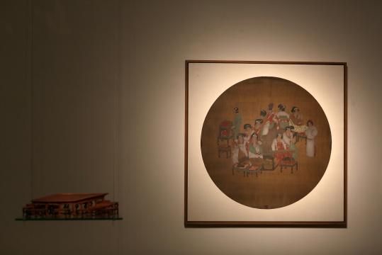 张湘溪 《仿唐宫乐娱乐图》 中国画装置(透视家具+绢本设色)83x83cm+模型家具 2012