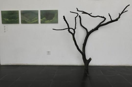 艺术家宋琨作品《森》 绘画装置,植物绿手绘,不规则尺寸 2018年