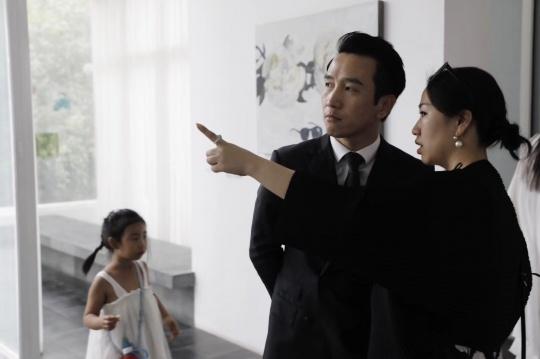SOHO长城脚下的公社总经理曹斌与ArtDepot艺术仓库创始人赵倩颖交流