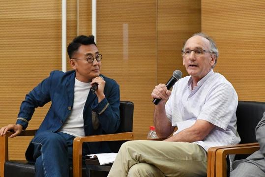 中国古家具收藏家、研究学者柯惕思发言