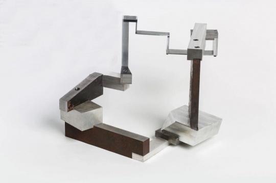 《闭合回路》 钢和铝 50x40x35 cm