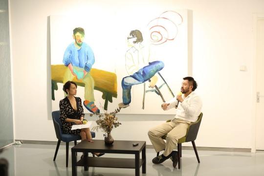 金杜艺术中心总监张宇凌和艺术家郑皓中