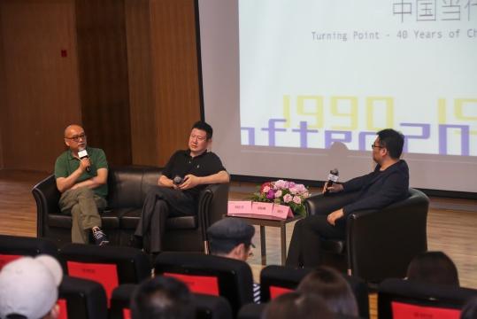 展览开幕当天,有谢晓冬主持的论坛,邀请艺术家张晓刚及周春芽畅谈当代艺术的四十年