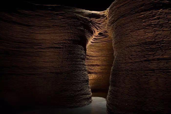 """""""中国制造""""是谢素贞为银川当代美术馆打造的""""品牌展"""",上图为2016年台湾艺术家黄沛滢老师的当代艺术作品《流·银川》"""
