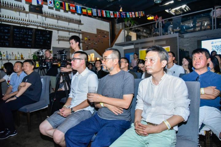 《中国艺术介入年鉴》现场揭幕嘉宾合影