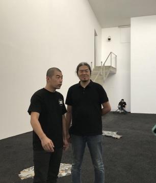 艺术家赵赵在个展现场