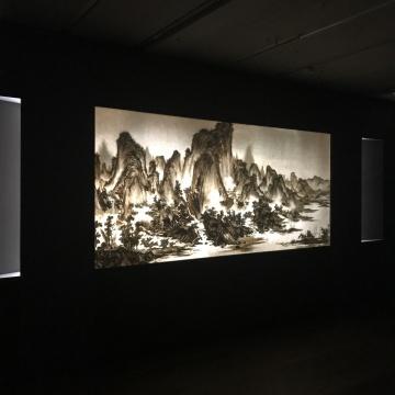 《背后的故事:夏山图 》(正面)  140 x 310 cm 综合媒材2018