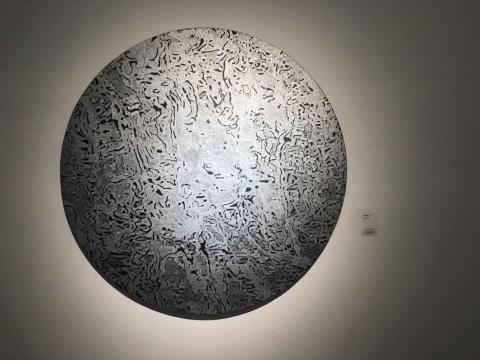 廖家萍 《无题系列》直径150cm 亚麻布、丙烯、金属笔 2017