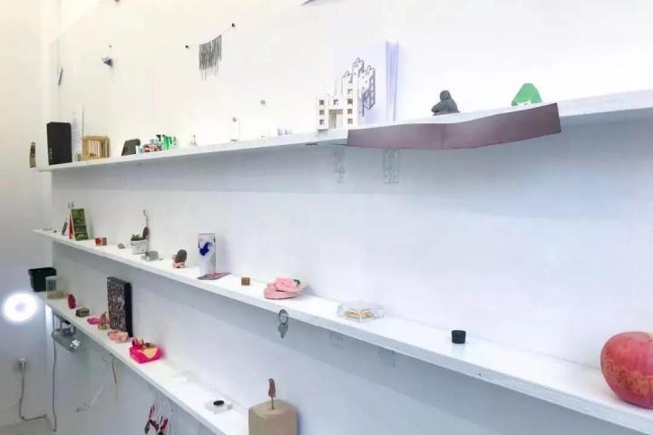 2018年1月1日,车库实验实验艺术空间于亮马桥外交公寓A区横空出世(©车库实验艺术空间)