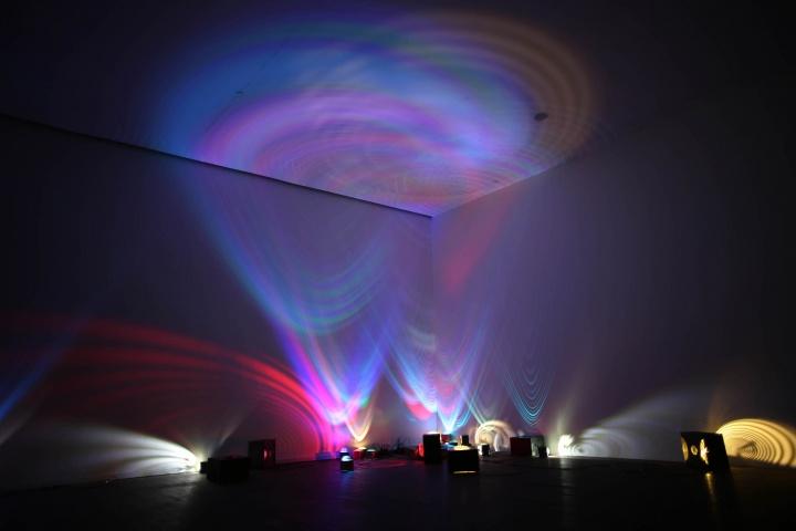 """《呓语2015》,上海民生现代美术馆""""透明的声音""""现场(©邓悦君工作室)"""