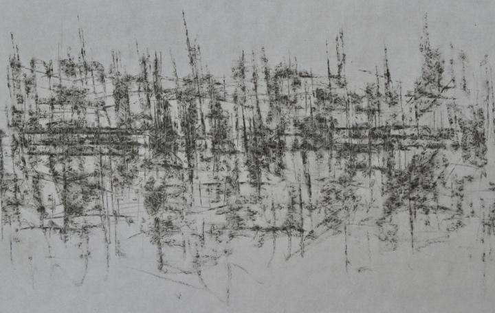 他使用打印纸这种非正式材料,造型也去除了传统美学视觉效果,用上千幅画面的装置性呈现方式,每件作品长时间的持续,都是他艺术形式独特性、纯粹性的体现。
