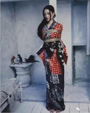荒木镜头下的KaoRi(©荒木经惟)