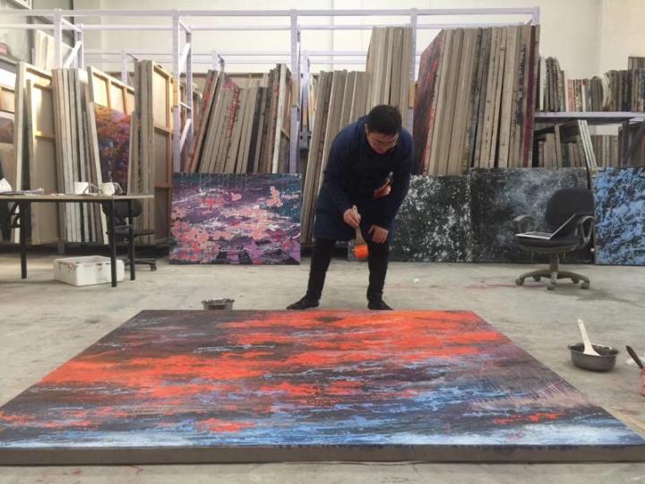 赵旭在工作室创作