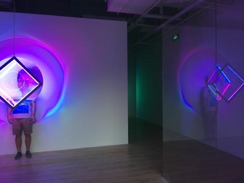 展厅入口处可以拍照互动的作品《环-氧》